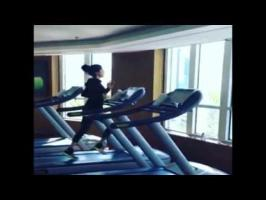 watch sunny leone work out on threadmill