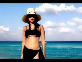 Sunny Leone has set the temperature soaring with her latest bikini pictures. The actress is currently on a beach vacation in Mexico. The sultry actress ensur...