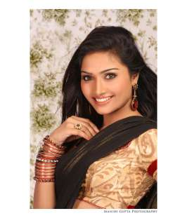 Actress Aishwarya Devan Hot Photo Shoot Pics