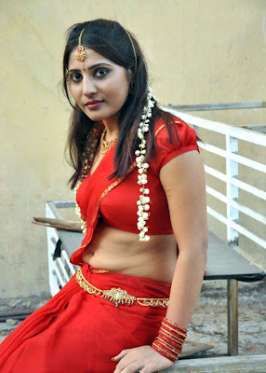 Stylish Reshmi hot Saree photos