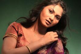 Actress Shruthi Hot Photos