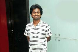 Looks like, controversy arising out of social networking may not stop. The latest buzz is about A R Murugadoss who was being alleged for slamming \'Maattrraan\' team in one of his tweets.