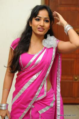 Madhavi Latha Spicy in Pink Saree Photo Gallery