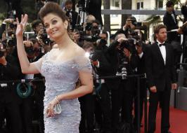 Aishwarya Rai Bachchan will be receiving the second highest French civilian award 'Officer Dan Ordre Arts et des Lettres', in Mumbai today (1.11.2012). - Aishwarya Rai Bachchan to get French civilian award on her birthday