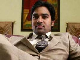 Shiva, who shot to fame with Tamizh Padam, is marrying his girlfriend Priya. Their wedding will be held on November 15.