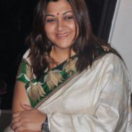 Actress Kushboo New Hot Saree Pics