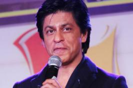Bollywood superstar Shah Rukh Khan, who easily charms everyone with his gentle and pleasant demeanour, says meeting new people still makes him feel awkward.