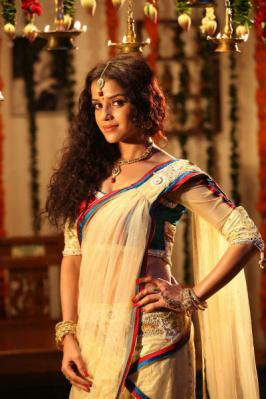 Actress Piaa Bajpai Photo Gallery