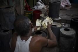 India is planning to start giving cash directly to its poorest citizens starting in January, in a bid to reduce massive corruption that prevents subsidized goods and welfare benefits from reaching those who need them.