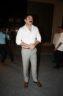 Once a heartthrob in Kollywood Arvind Swamy recently was out of shape and his pictures were doing the rounds in the internet. Pictures were circulated with comments that he has lost his charm and has blown out, warning to girls, if you had thoughts of having married the charming Arvind Swamy this is what he looks like.