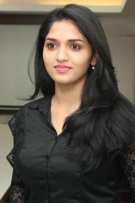 Neerparavai movie actress Sunaina latest photo gallery
