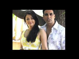 Aishwarya Rai Bachchan, Akshay Kumar acted in movies like Action Replay and Khakee. Look at their rare, unseen pictures.