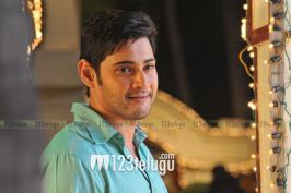 Mahesh in Seethamma Vakitlo Sirimalle Chettu latest photos. Venkatesh, Anjali, Samantha acted in this movie. Dil raju is producer.