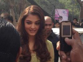 Aishwarya Rai Bachchans fans throng to get a glimpse of her in Vadodara where she opened the new Kalyan Jewellers store. See exclusive pictures of Aish.