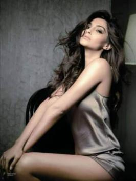 Italian Fashion designer Roberto Cavalli finds Bollywood actress Sonam Kapoor one of the most beautiful women in India. See unseen and rare pics of Sonam.