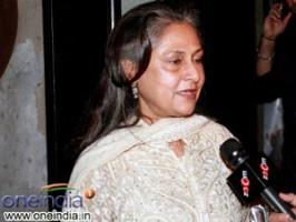 Jaya Bachchan to fight back against Delhi gang rape case. She met the commissioner of police at the Delhi Police headquarters.
