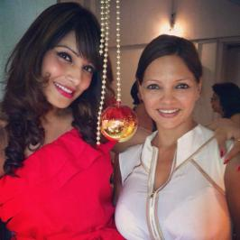 Bipasha Basu celebrates Christmas with her best friend Deanne Panday & the latter\'s family...