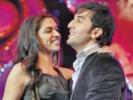 At a recent award function, Deepika Padukone avoided media and rushed inside the venue so that she can see ex boyfriend Ranbir Kapoor perform on stage.