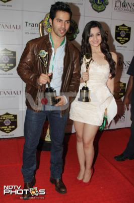 Student Of The Year actors Varun Dhawan and Alia Bhatt were the show stealers at the Lions Gold Awards in Mumbai. The youngsters, who made their acting debut in Karan Johar\'s 2012 movie, won the award for Lions Favourite Debut Male and Female respectively. Varun and Alia left the award function with big smiles on their faces. - Alia Bhatt strikes gold at Lions Awards -  Picture 1