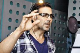 Akshay Dedicates \'Special Chabbis\' Song To His Wife.Mujh Mein Tu sung by Akshay Kumar and he wants to dedicate the song to his wife Twinkle Khanna.For latest bollywood video songs,latest bollywood songs,download movie songs,listen online movie songs visit movies.infoonlinepages.com