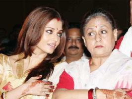 Aishwarya and Jaya shared a warm relation even before Aish became a Bachchan. See rare-unseen pictures of Aishwarya Rai Bachchan with jaya Bachchan.