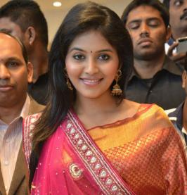 Actress anjali launches Women\'s World Showroom. Check out exclusive photos from the venue