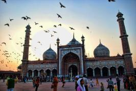 The Jama Masjid is one of the oldest and largest mosques of India. This was the last architectural work of Emperor Shah Jahan. The construction of the mosque was started in 1650 and was completed in 1656.Read more at - hindi.nativeplanet.com