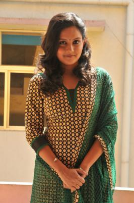 Saattai Tamil Movie Heroine Mahima Nambiar Photos