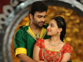 Director Srinivas Raga Telugu film Okkadine is romance-action cinema starring Nara Rohit and Nithya Menen in leads. Read Okkadine movie review.