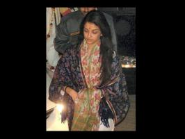 Aishwarya Rai Bachchan looks beautiful with or without make up. Look at the pictures of Aishwarya no make up avatar.