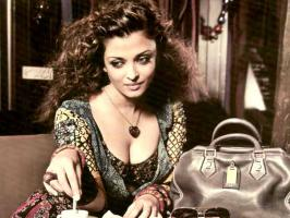 Aishwarya Rai Bachchan is not only famous in her own country but abroad also. Here are some rare and unseen hot pictures of Aishwarya Rai Bachchan.