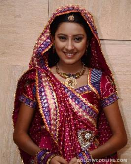 The small screen star has quit one of the most popular shows on Colors, and the reason behind it is quite clear now Anandi's (Pratyusha Banerjee) decision to quit Colors' most popular show Balika Vadhu came as a shocker to those associated with the television soap as well as its audience. There were rumours that she was unwell and thus unable to cope up with the hectic shooting schedules, her mother was unwell and so Pratyusha couldn't dedicate as much time to the show, she was perpetually late on the sets etc.