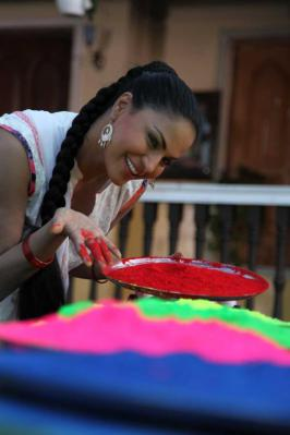 View Veena Malik Holi Celebrations Stills,Veena Malik Holi Celebrations Latest Pictures,Hindi Veena Malik Holi Celebrations Image Gallery,Hindi  Veena Malik Holi Celebrations Photos