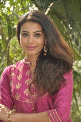Kavya Shetty Latest Stills, Kavya Shetty , Actress Kavya Shetty , Kavya Shetty Hot, Kavya Shetty in Skirt, Kavya Shetty thigh show, Tollywood Actress Kavya Shetty