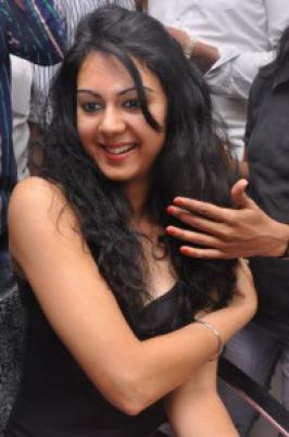 Actress Theertha Latest Hot Photos - Andhraflakes