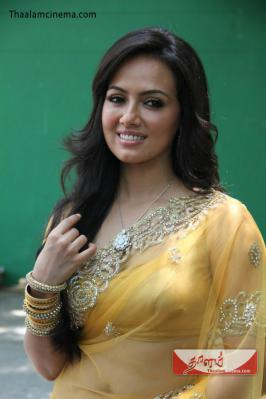 sana khan New hot saree stills