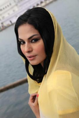 Veena Malik At Gurudwara Temple,Veena Malik actress,Heroine Veena Malik,Nagna Satyam Movie Actress