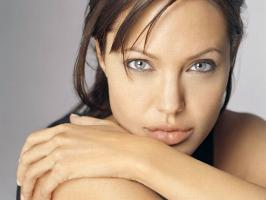 Angelina Jolie\'s aunt has died of breast cancer less than two weeks after the actress revealed she had a double mastectomy to avoid the disease.    Jol...