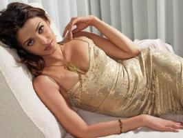 Aishwarya Rai Bachchan is one of the hottest and sexiest Bollywood actress. See Aishwarya rare, unseen pictures of her bold looks.