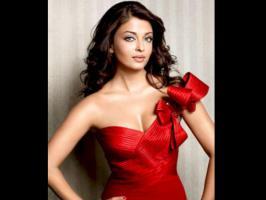 Bollywood stars like Aishwarya Rai Bachchan, Salman Khan, Mallika Sherawat, Vivek Oberoi have fake English foreign accent.