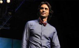 Bollywood latest buzz is that actor Arjun Rampal is playing the role of a writer in Bhushan Kumar\'s upcoming film Roy. and read more in movies.infoonlinepages.com