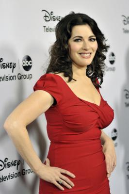 Celebrity chef Nigella Lawson was possibly choked by her husband while out to eat with him!
