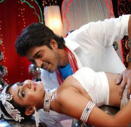 Comedy King Allari Naresh's 'Action 3D' is all set for its grand release on the 21st. The movie has been premiered at Prasad Labs and we are bringing you this review after watching the special show. Anil Sunkara is the director and producer of this big budget extravaganza. Sneha Ullal and Neelam Upadhyay are the heroines in this movie. Kick Shyam, Vaibhav and Raju Sundaram are the other lead actors. Let us see how the movie is.