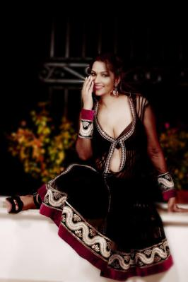 Tanisha Singh is a south indian celebrity and famous actress. She has done large number of movies and also done work in magazine. She has a smiling face and gorgeous beauty