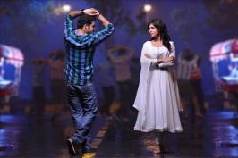 Junoir Ntr's Ramaya Vastavaya is in final leg of its shooting stage, the film is scheduled to release on 27 September, audio of the film is expected to arrive in two weeks from now, there are huge expectations on this film, Director Harish Shankar who gave block buster Gabbar Singh lat year is projecting Tarak in stylish look for Ramaya Vastavaya.