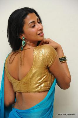 Beautiful Singer Gayatri Iyer looks ravishing