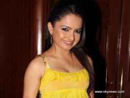 Serial Actress Giaa Manek Hot Navel