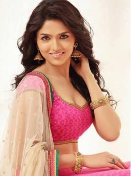 Actress Sunaina @ Anusha Stills