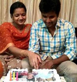 Siva Karthikeyan has become a proud father to a girl child today [Oct 22] in Madhurai, congratulations to Siva karthikeyan and his wife Aarthi on the arrival of new born.