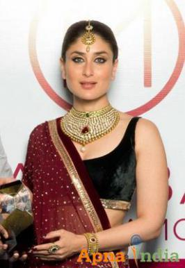 Actress Kareena Kapoor, the brand ambassador of Malabar Gold, Monday unvelied the brand's online gold and diamond store and says people will enjoy shopping online.